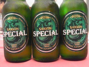 冷えたサイゴンの瓶ビール「SAIGON SPECIAL」